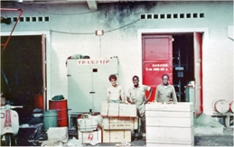 Transair storage with personnel in Congo. Photo: Transair Sunjet Set picture archives